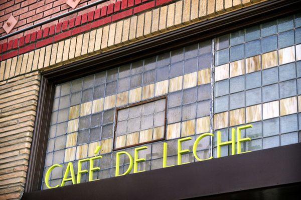 Cafe-de-Leche-sign